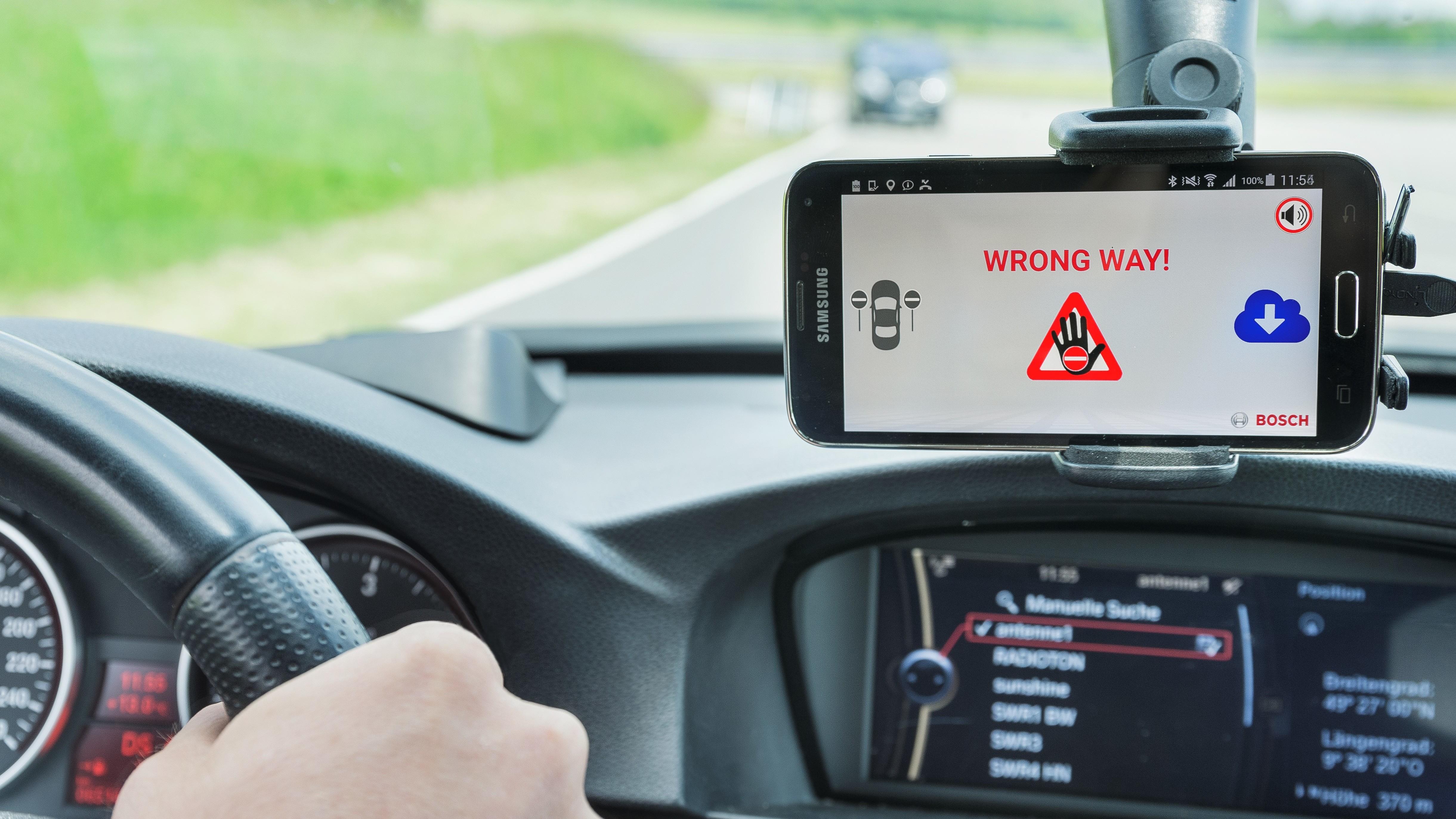 Il wrong-way driver warning di Bosch a bordo dei veicoli ŠKODA