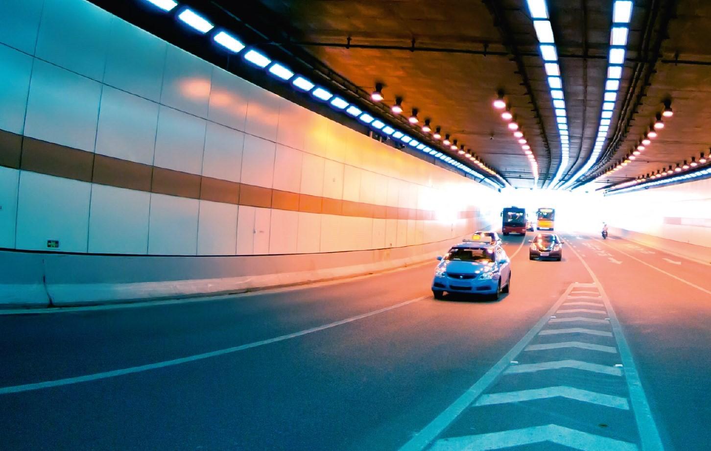 Intelligente camera-oplossingen om de veiligheid van reizigers te verhogen en de transportinfrastructuur efficiënter te maken