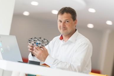Marcus Parentis, hoofd van het technologieteam bij Bosch, verantwoordelijk voor de regeleenheden achter het elektrisch lichte vliegtuig