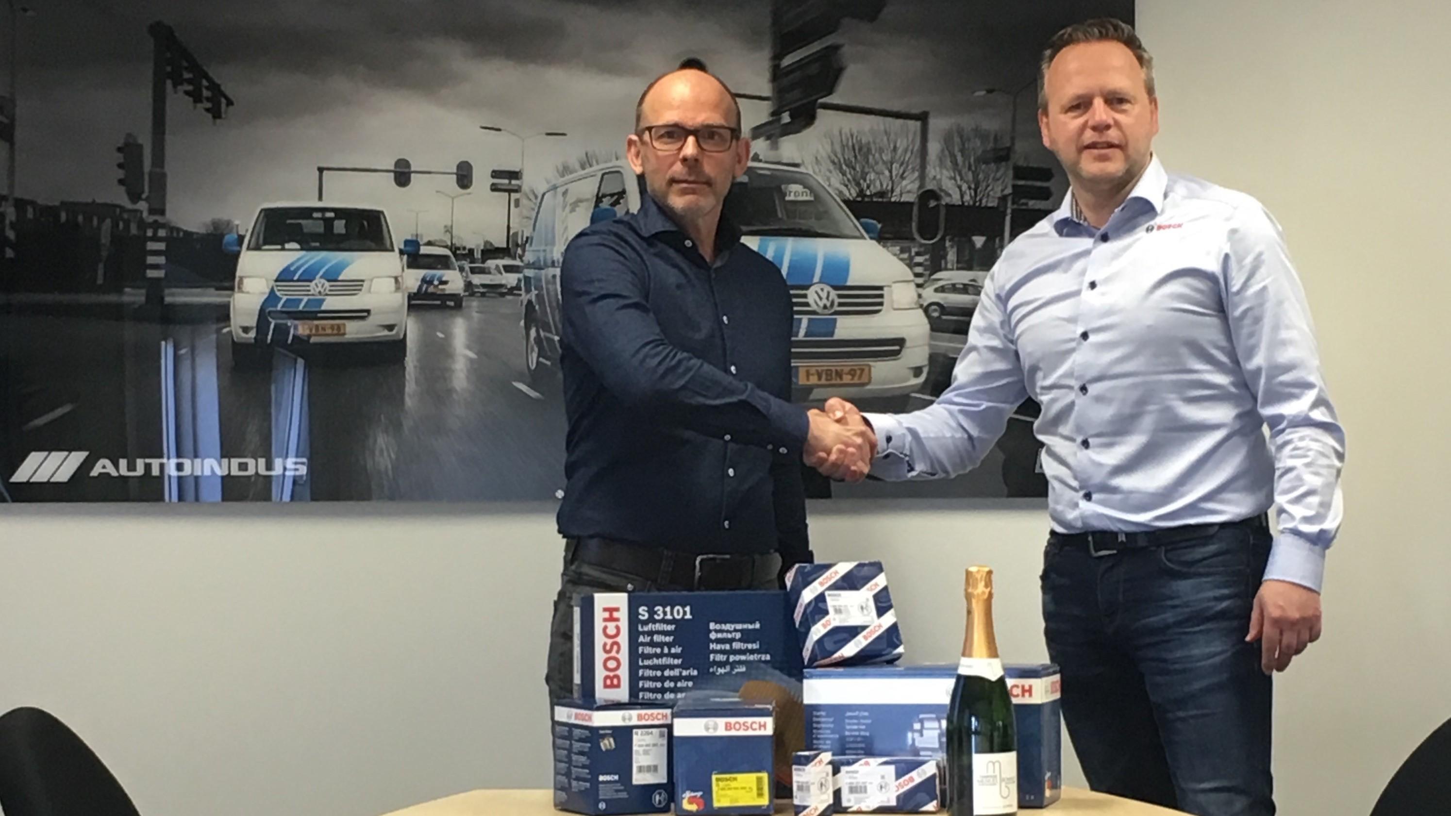 Dick Kamstra van AutoIndus en Han Overweg van Robert Bosch Nederland