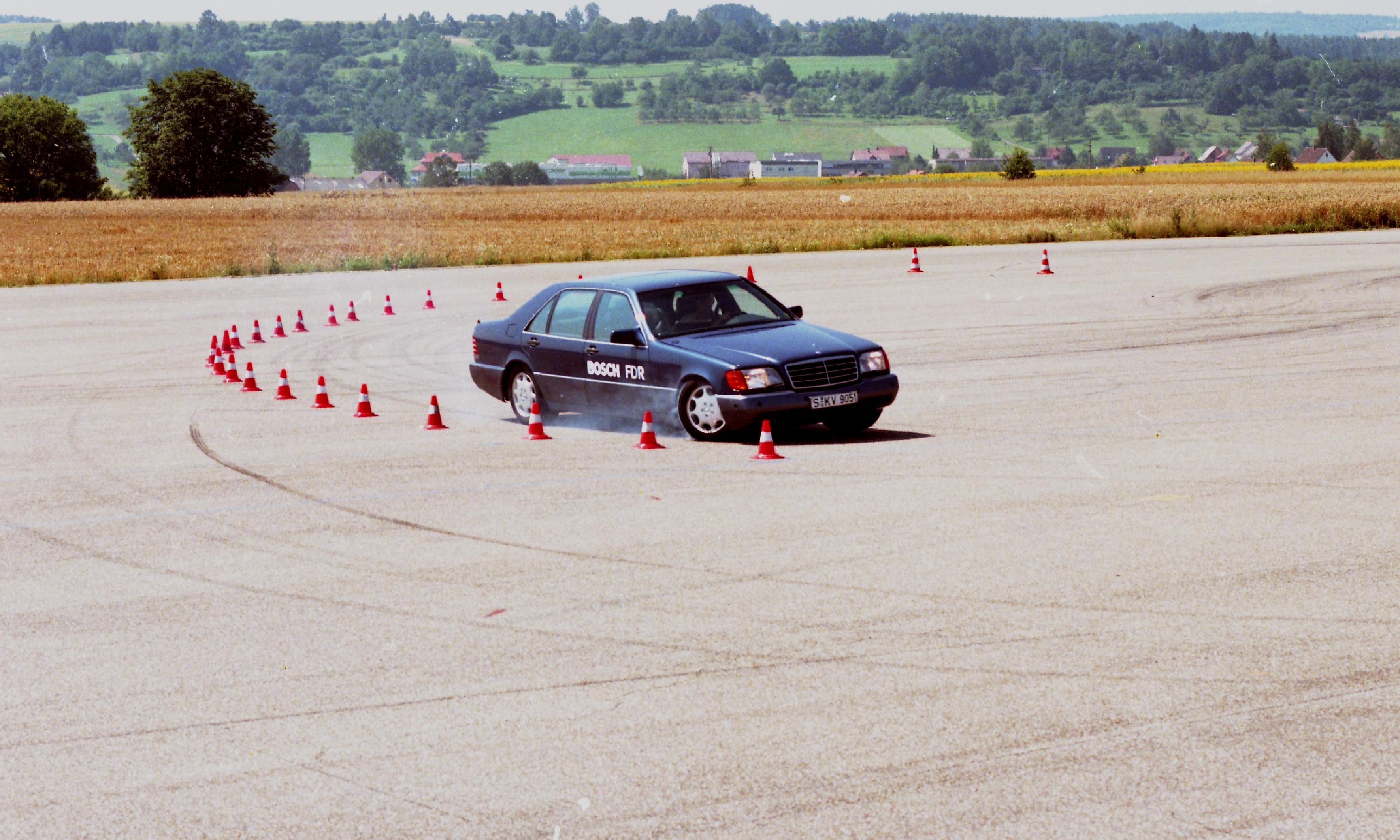 Testy ESP® na torze w Schwieberdingen w 1995 roku.