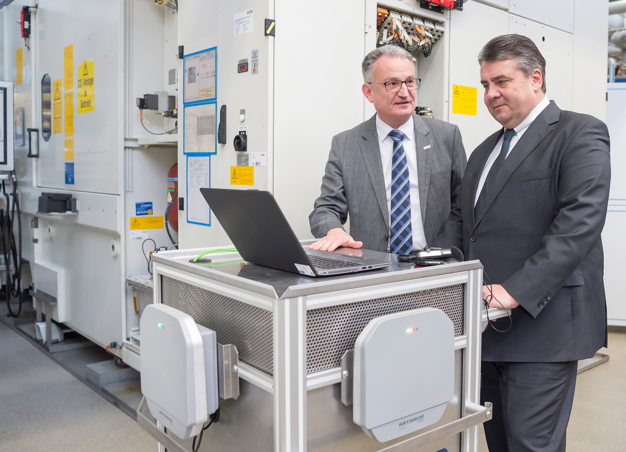 At Bosch, the German Economics Minister Sigmar Gabriel finds out about Industry 4.0