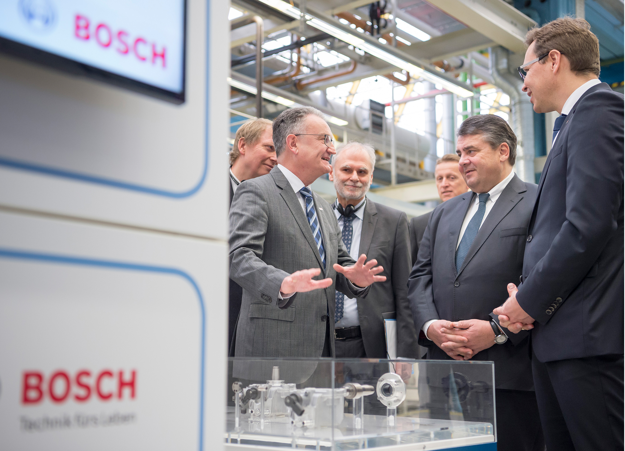 At Bosch, the German Economics Minister finds out about Industry 4.0