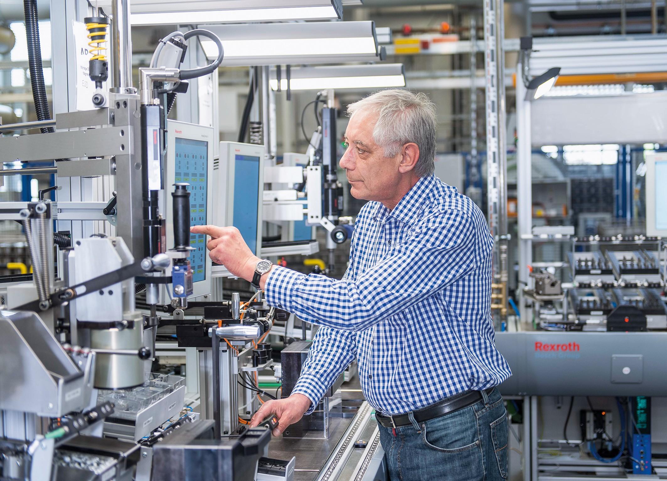Hannover Messe 2016 Prepojené senzory, stroje a softvér: Bosch ponúka Priemysel 4.0 z jediného zdroja Analýza dát pre väčšiu efektívnosť a transparentnosť