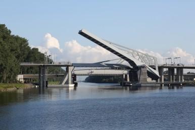 Basculebruggen A11 Boudewijnkanaal aangedreven door Bosch Rexroth