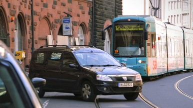 Electronic driver assistance system for trams