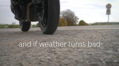 Rider information system: crystal clear display under any weather conditions