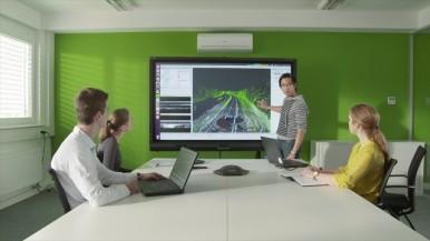 Automatisiertes Fahren: Mitarbeiter im Büro in Abstatt, Deutschland